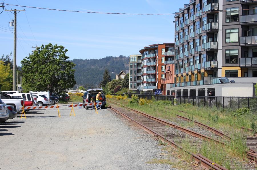 Station Avenue, rail, E&N